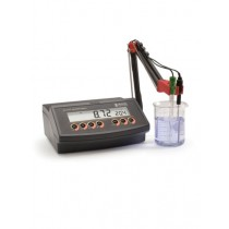pH Benchtop Meter with Automatic Temperature Compensation - HI2210